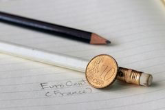 Dziesięć Francja euro cent na odwrotności, mapa, obok twarzowej wartości, symbolizuje zgromadzenie narody Europejski zjednoczenie obrazy stock
