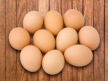 Dziesięć jajko na deski drewnie zdjęcia stock