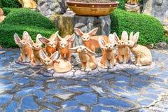 Dziesięć lisów statua lubi kreskówkę Fotografia Royalty Free