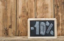 Dziesięć procentów pisać na blackboard zdjęcia royalty free