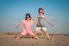 dziewczyn bawić się mały Zdjęcie Royalty Free