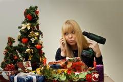 Dziewczyn bożych narodzeń nieszczęśliwy nadmierny mylny prezent Obrazy Stock