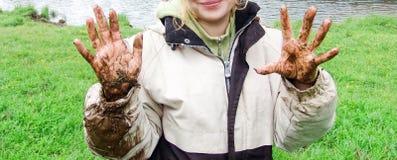 dziewczyn brudne ręki Fotografia Stock