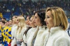 Dziewczyn cheerleaders od drużynowych Czerwonych lisów dla zapałczanego Ukraina vs Rumunia Fotografia Royalty Free