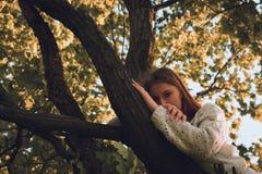 Dziewczyn drzewa Obraz Royalty Free
