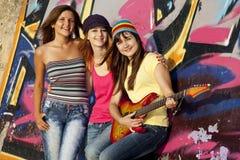 dziewczyn graffiti gitary ściana Zdjęcia Stock