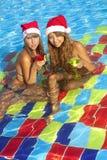 dziewczyn kapeluszy basenu Santa siedzący dopłynięcie Fotografia Stock