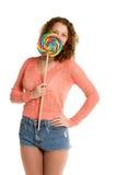 Dziewczyn kryjówki za gigantycznym lizaka vertical Zdjęcie Stock