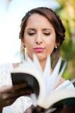 dziewczyn książkowi young zdjęcia royalty free