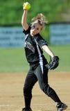 dziewczyn miotacza softballa wiatraczek zdjęcie stock