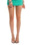 Dziewczyn nogi w beżowych piętach Zdjęcia Royalty Free