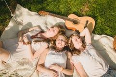 3 dziewczyn odpoczynek Obrazy Royalty Free