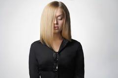 dziewczyn piękni blond szkła Fotografia Stock