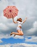 dziewczyn potomstwa ładni parasolowi zdjęcia stock