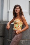 dziewczyn potomstwa przystojni trwanie Fotografia Stock