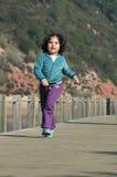 dziewczyn potomstwa szczęśliwi działający Fotografia Stock