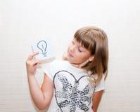 Dziewczyn przedstawień karta z znakiem Obrazy Stock