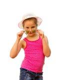 Dziewczyn przedstawienie ciągnęli okulary przeciwsłoneczne. Zdjęcie Royalty Free