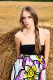 dziewczyn śródpolni haystacks Fotografia Royalty Free