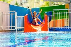 Dziewczyn rolki na wodnym obruszeniu Zdjęcie Royalty Free