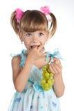 dziewczyn winogrona zielenieją trochę dosyć zdjęcie royalty free