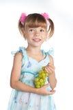 dziewczyn winogrona zielenieją trochę dosyć fotografia stock