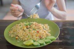 Dziewczyna łasowanie Smażący ryż Zdjęcie Stock