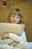 Dziewczyna ściska poduszkę zdjęcie stock