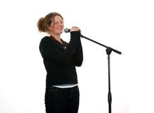 dziewczyna śpiewa mikrofonu zdjęcie royalty free