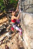 Dziewczyna arywista na skale Zdjęcie Stock