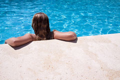 dziewczyna basen Zdjęcia Royalty Free
