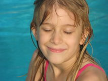 dziewczyna basen opływa Obrazy Royalty Free