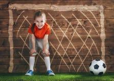 Dziewczyna bawić się futbol Obraz Stock