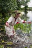 dziewczyna bawić się wodę zdjęcie royalty free