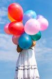 Dziewczyna bawić się z balonami Zdjęcie Stock