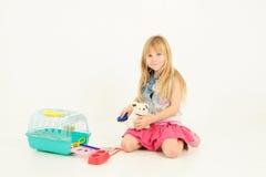 dziewczyna bawić się zabawki Fotografia Royalty Free