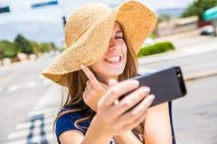 Dziewczyna bierze selfie Zdjęcie Royalty Free