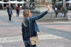 Dziewczyna bierze selfie Zdjęcie Stock