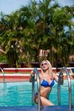 Dziewczyna blisko basenu Obrazy Royalty Free