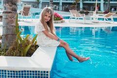 Dziewczyna blisko basenu Zdjęcie Stock