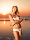 Dziewczyna blisko basenu Zdjęcia Stock