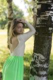 Dziewczyna blisko brzozy Zdjęcie Stock