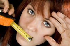 dziewczyna całuje narzędzia pomiarowego Obraz Royalty Free