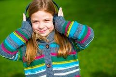 dziewczyna cieszy się muzykę Zdjęcie Royalty Free
