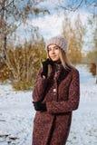 Dziewczyna cieszy się pierwszy śnieg zdjęcia stock