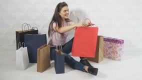 Dziewczyna Cieszy się zakupy zbiory wideo