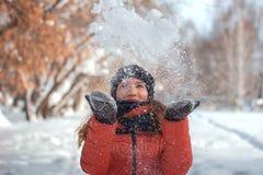 Dziewczyna cios przy śniegiem Obraz Royalty Free