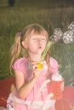 Dziewczyna ciosu bąble Zdjęcie Royalty Free