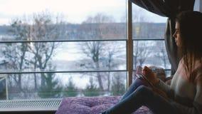 Dziewczyna czasu wolnego writing domowego dzienniczka kreatywnie styl życia zdjęcie stock