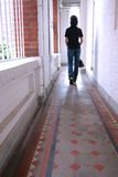 dziewczyna długo wyszedł korytarzem Fotografia Royalty Free